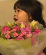 姐妹花为妈咪送惊喜 唐志中期待女儿长大