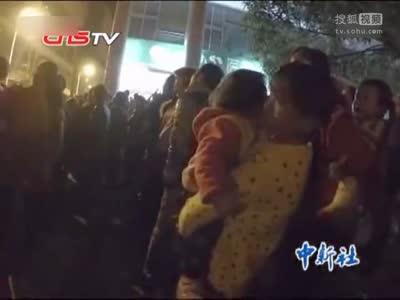 [视频]众家长率小孩围观跳楼 称电视看多了没事
