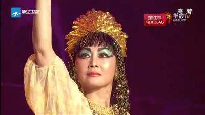 王姬与老虎共舞 变身西域舞娘