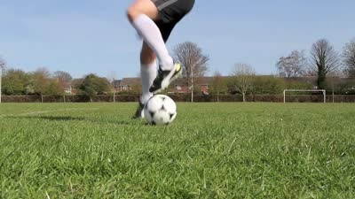 花式足球入门教学 如何踢出令人眼花的足球