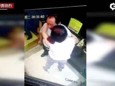[视频]监拍陕西清涧官员酒店电梯内与女子暧昧搂抱