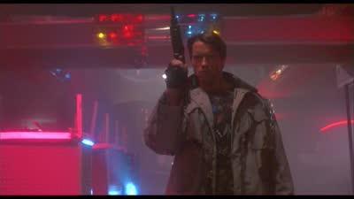 《终结者》酒吧枪战 里斯救出莎拉