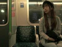 美女主播小米秒变单身狗 孤独坐地铁被惨虐
