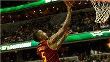 NBA本周十佳球 JR史密斯背扣哈登晃倒卢比奥