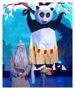 功夫熊猫玩梅花桩