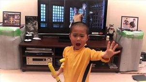 日本5岁男孩模仿李小龙