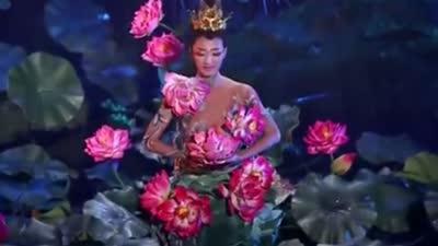 杨丽萍揭莲花心创作过程 小彩旗旋转中感受生命