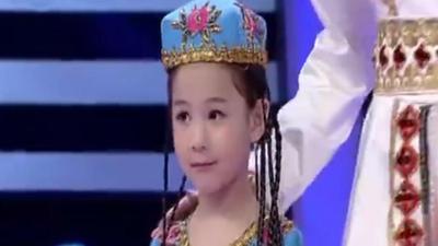 来自新疆的可爱一家 父女三人歌舞表演古丽