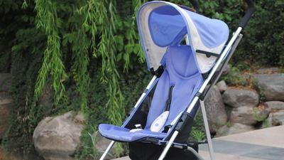 婴儿车安全带那种最安全 造成孩子被门夹伤竟是风