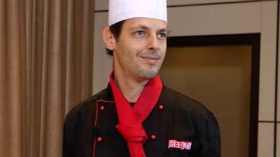 法国帅厨师自创食材 总监与本土大厨意见不合产生争执