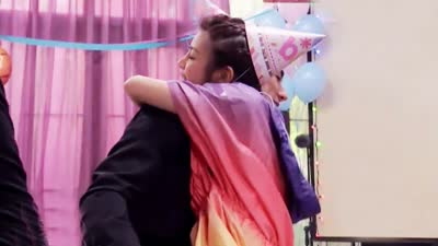 陈妍希庆生收获神秘礼物 篮球对抗林书豪绝杀逆转