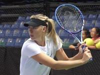 总决赛-莎娃赛前训练 大力回球不见手软