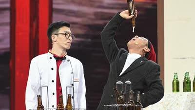 宋小宝《辽宁春晚》向现场观众道歉 连吹六瓶酒