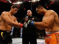 UFC史上最温馨时刻 飞踢KO后鞠躬致敬对手