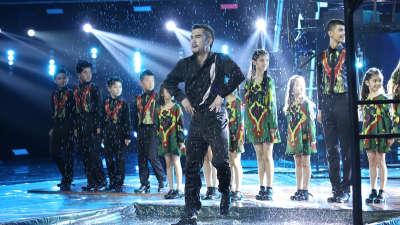 新疆踢踏舞团动感节奏演绎异域风情