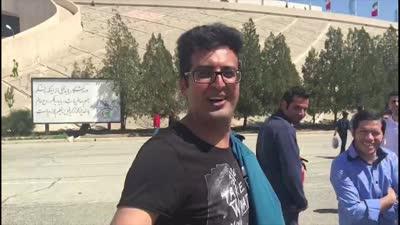 """伊朗球迷热情难挡秀中文 穿越了大问""""郝海东呢"""""""