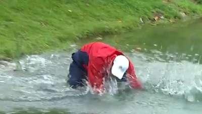 为救球拼了命!2007年总统杯奥斯汀一头栽进湖里