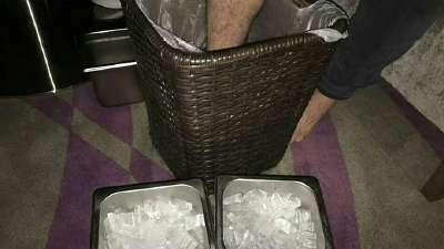 每天两小时治疗冰敷镇痛 他们的职业素养让人敬佩