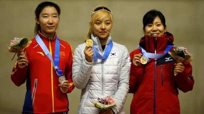 亚冬会速滑女子5000米 19岁小将韩梅为中国再摘1银