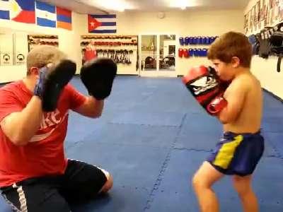拳击小子训练过程- 在线观看