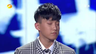 李宇春《和你一样》引发全场大合唱-沸腾2009演唱会