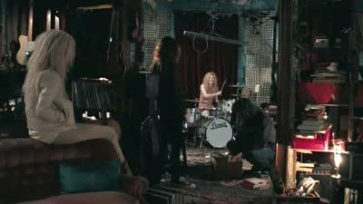 《唯爱永生》片段 米娅打击架子鼓俏皮