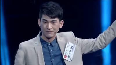 """帅气话剧演员现场即兴表演 自信工程师自称""""女王"""""""