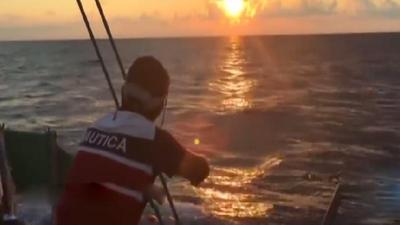 东南卫视号航海之旅 队长腿伤又感染
