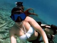 比基尼美女化身美人鱼 冲浪潜水身姿曼妙