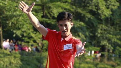 乔振宇担任队长大跳热舞 被众人嘲笑是中年迪斯科