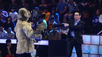 范明扮假面超人  对鹰秀英语