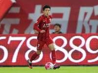 中超-武磊造两球埃神破门 上港3-1胜华夏获季军
