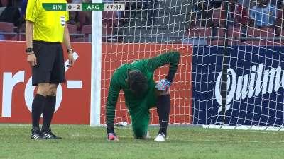 新加坡门将桑尼开大脚受伤 桑尼被换下