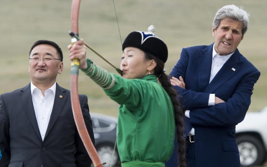 蒙古国务卿克里美国学比赛标准姿势超认真2015年女子乒乓球射箭图片