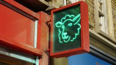 《小羊肖恩》大电影新版片尾曲MV曝光  英国最红的羊舞来了!