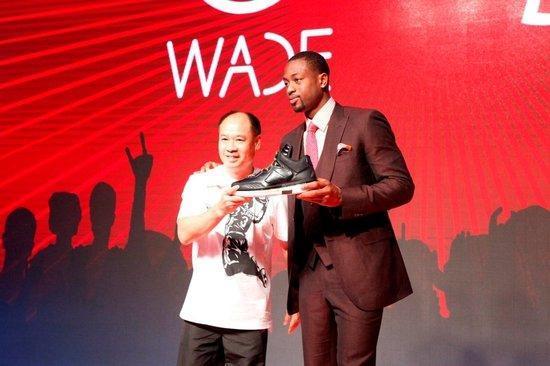 李宁当家代言人韦德竟上脚耐克篮球鞋
