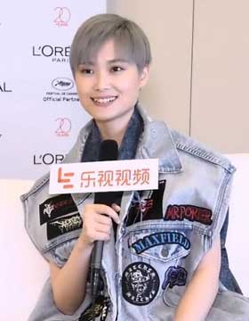 Li Yuchun first talked about the small embarrassment of the red carpet