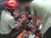 《法治进行时》20160810:卖淫窝点藏小区 小孩手指卡锁眼消防忙救援