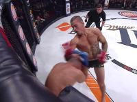 沃德连续重拳出击 阿瓦德勇士格斗赛163惨遭KO