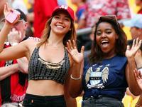 美国会尬舞巴西会乳摇 盘点16年各地美女球迷