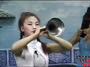 农村小媳妇吹起唢呐绝活《一口气连吹十首歌》每首都超好听