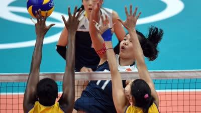 中国女排逆转巴西险胜 坚苦鏖战8年重返4强