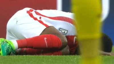 两球落后不冷静!勒马尔遭凶狠飞铲痛苦倒地