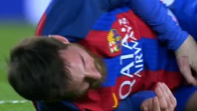 皮亚尼奇拦腰撞倒梅西 球王瞬间破相右脸血迹斑斑