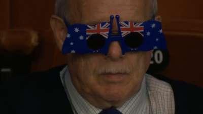 澳大利亚爷爷21年如一日 如此扮酷才能抢到镜