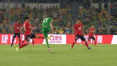 进球GIF-奥古斯托爆射世界波 国安主场2-0领先