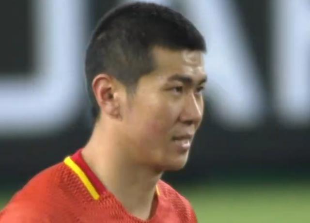 中国足球的悲哀:国足新星现3次超低级失误险成罪人!