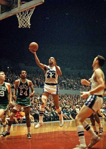 "NBA季后赛史上十大得分记录:""老流氓""五上榜,63分无人可破"