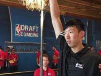 NBA官方公布周琦体测结果 臂展等三项数据列第一