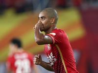 中超-高拉特阿兰头顶脚踢 恒大2-0苏宁夺半程冠军
